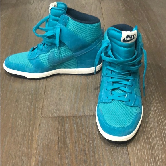 96325965 Nike never worn blue high top heel sneakers